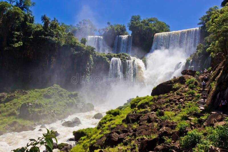 Großer Wasserfall in Iguazu/in Argentinien lizenzfreie stockfotografie