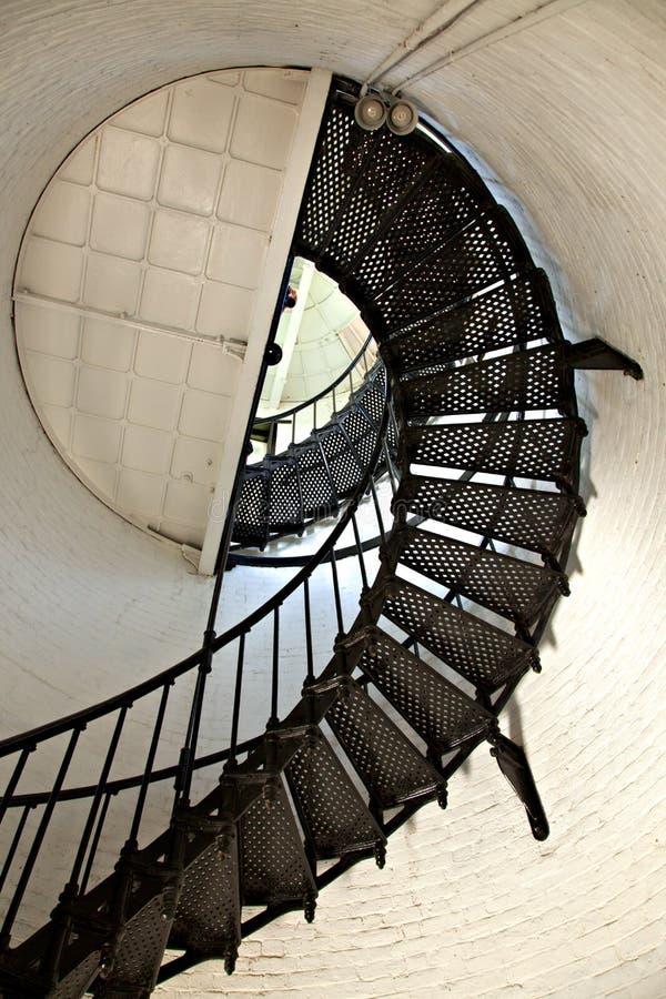 Großes gewundenes Treppenhaus lizenzfreies stockbild