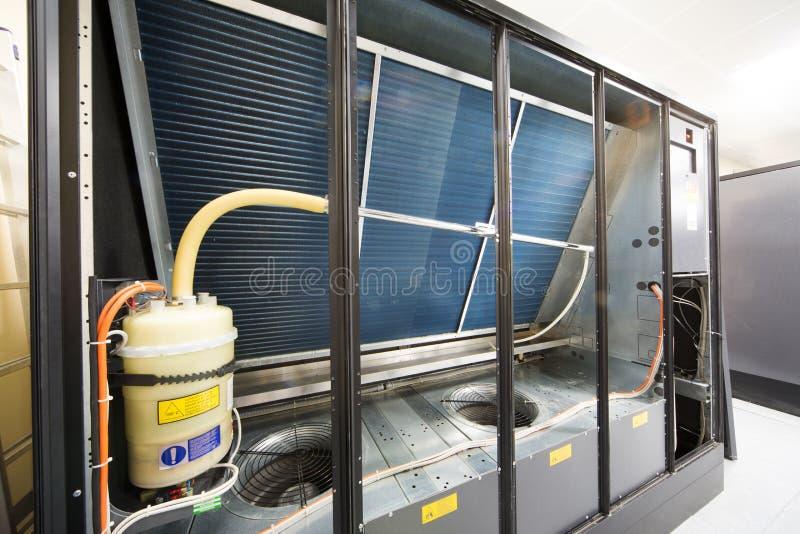 Großes industrielles Kühlsystem. lizenzfreies stockbild