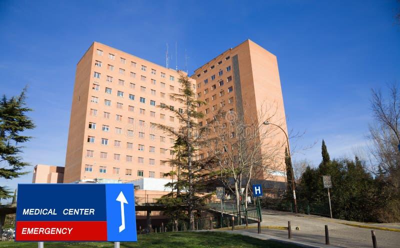Großes Krankenhaus lizenzfreie stockfotos
