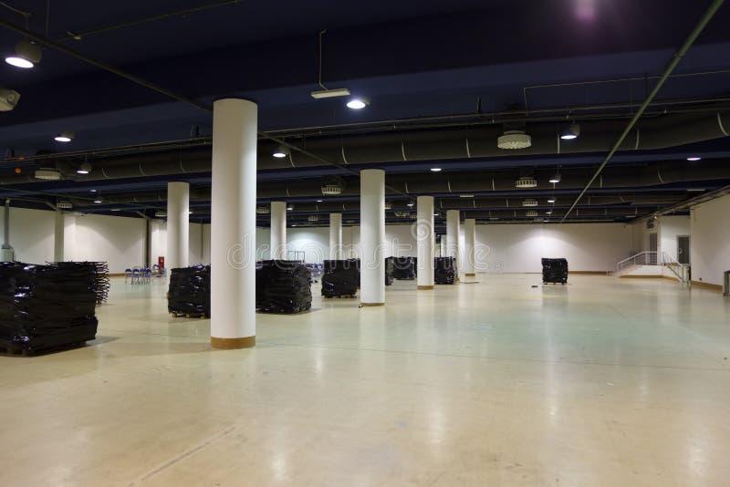 Großes, leeres Lager. lizenzfreie stockfotografie