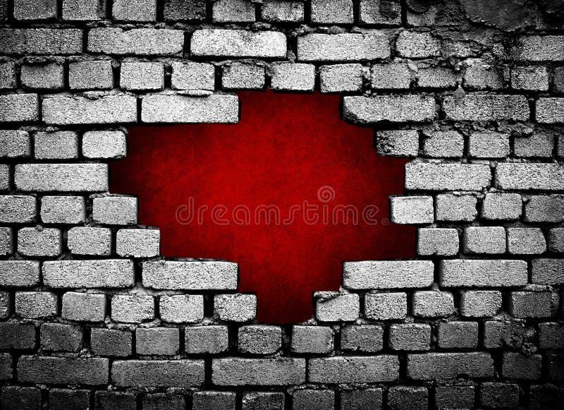 Großes Loch auf Backsteinmauer stockfotografie