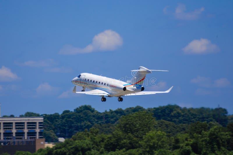 Großes Luxusgeschäftsflugzeug lizenzfreie stockfotografie