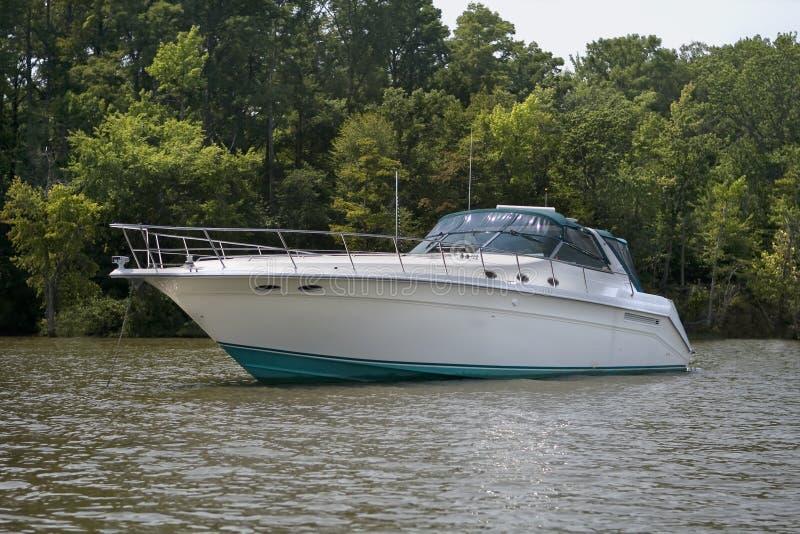Großes Luxuxdrehzahlboot lizenzfreie stockfotografie