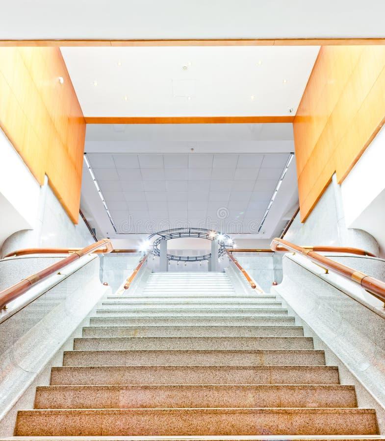 Großes Luxuxtreppenhaus stockbilder
