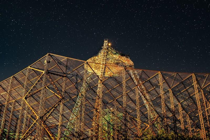 Großes Metallreflektorfangen Sterne stockfotografie