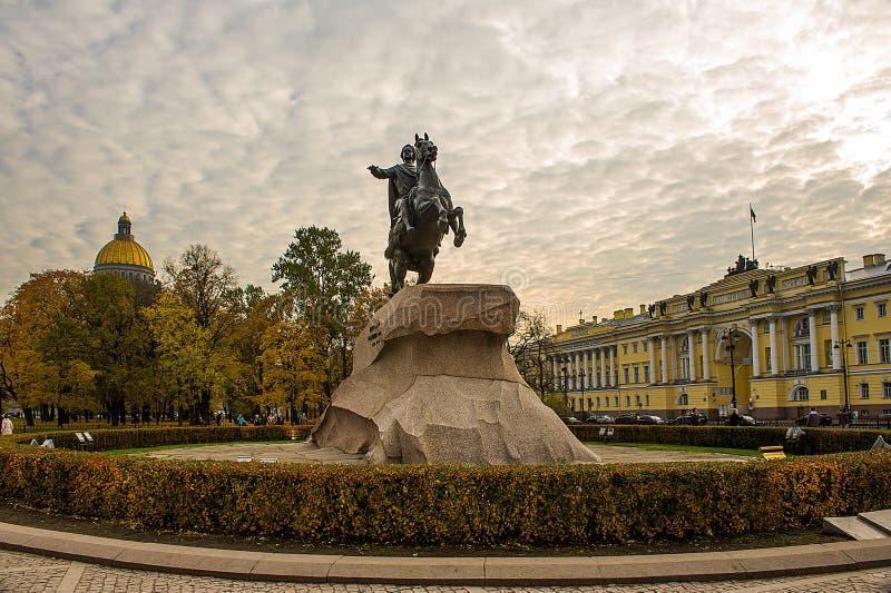 Großes Monument zum Zar, Kaiser Peter der Große Der Gründer von St Petersburg Der Bildhauer Falconet Aufgerichtet auf Befehl von  lizenzfreie stockbilder