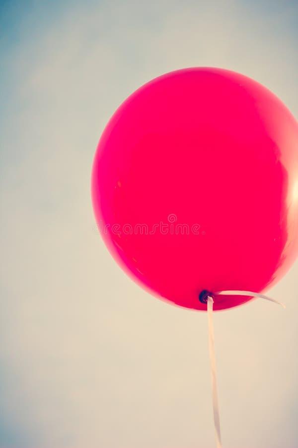 Großer roter Ballon stockfotos