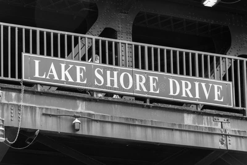Großes See-Ufer-Antriebszeichen auf einer Chicago-Brücke stockbilder
