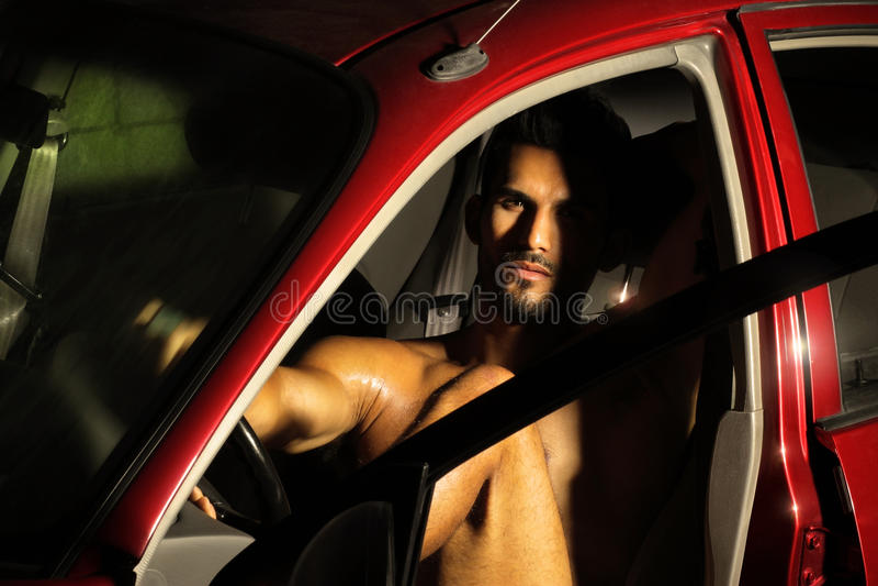 Download Großes Stück im Auto stockfoto. Bild von provozierend - 26353004