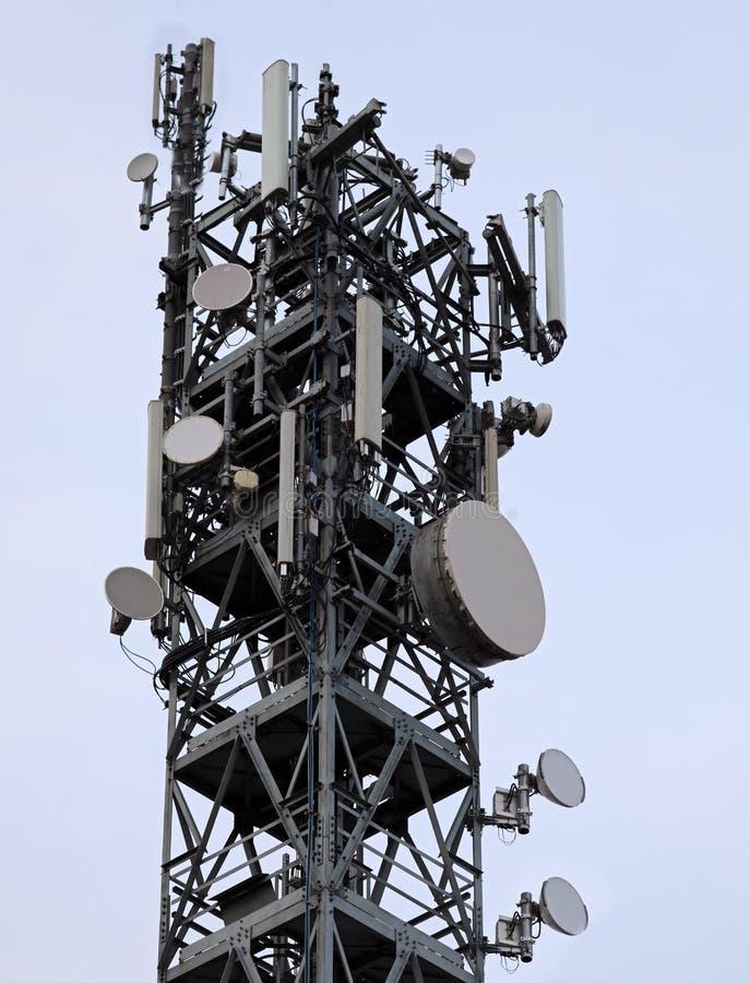 großes Verstärker mit Antennen für Telekommunikation des beweglichen te lizenzfreie stockbilder