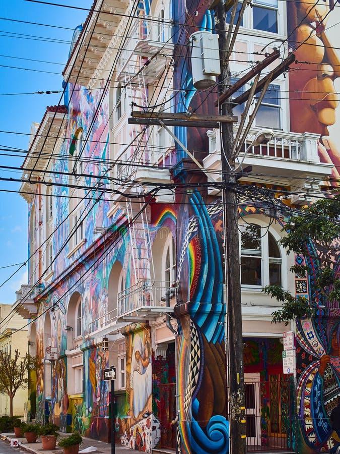 Großes Wandgemälde gemalt auf einem ganzen Gebäude, Auftrag-Bezirk, San Francisco, Kalifornien lizenzfreie stockfotografie