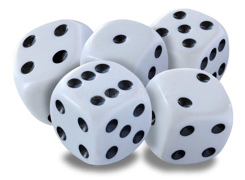 Großes Weiß würfelt in einem Stapel -, der in ein yatzy Mistspiel geworfen wird, oder in irgendeine Art Würfelspiel gegen einen w stockfotografie