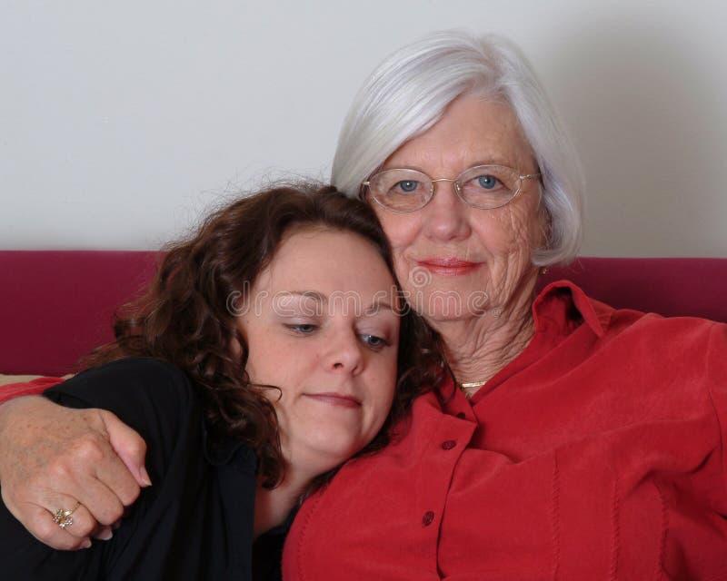 Großmutter, Enkelin lizenzfreie stockbilder