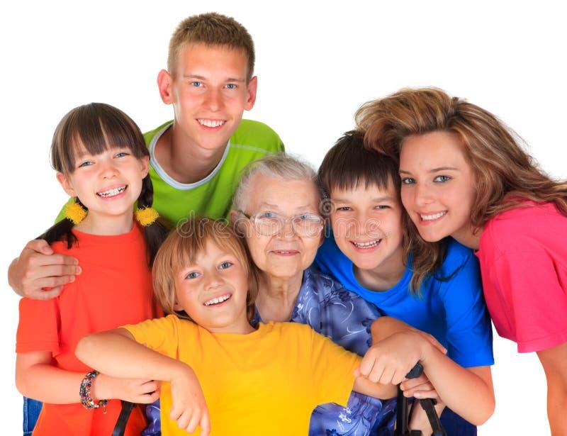 Großmutter und Enkelkinder stockbild