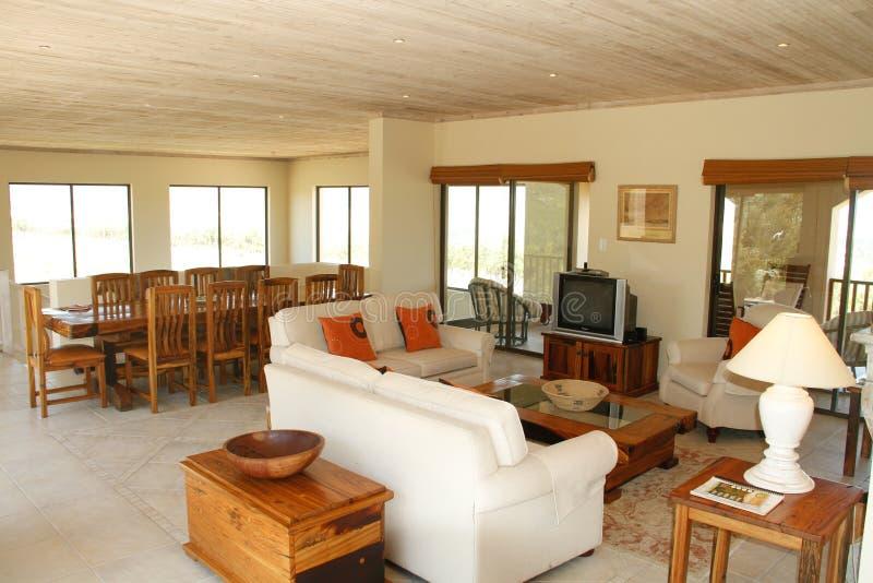 Großraumwohnzimmer und Speiseraum stockbilder