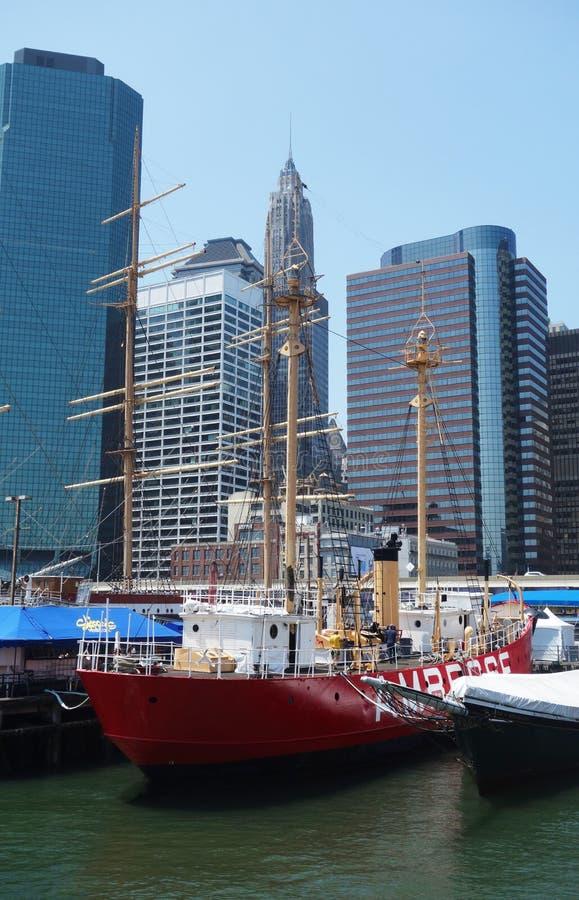 Großsegler im Südstraßen-Seehafen-Museum an Pier 17 in unterem Manhattan lizenzfreies stockfoto