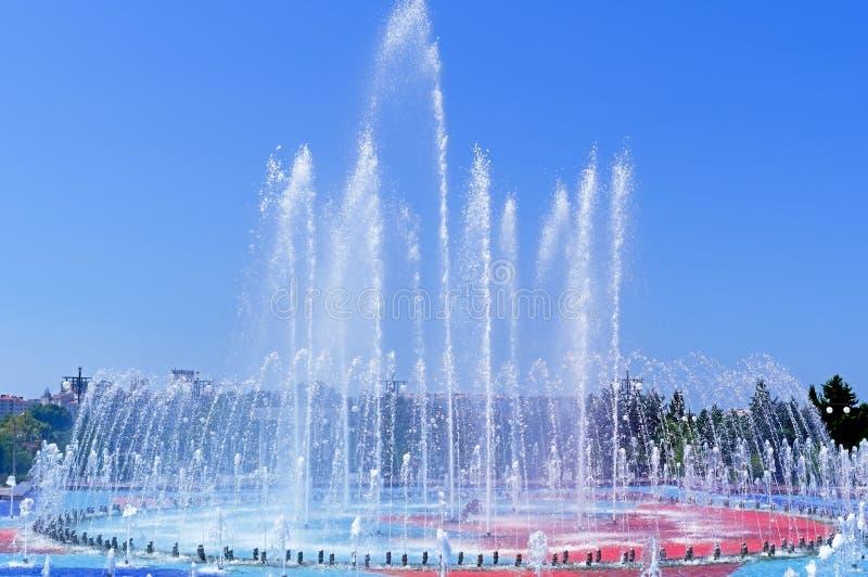 Großstadtbrunnen lizenzfreies stockbild