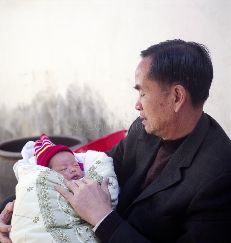 Großvater und Enkelkind stockbild