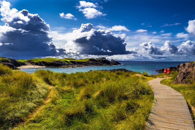 Großartige Sandy Clachtoll Beach And Atlantic-Küste nahe Lochinver in Schottland stockbilder