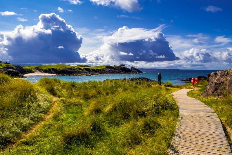 Großartige Sandy Clachtoll Beach And Atlantic-Küste nahe Lochinver in Schottland stockbild
