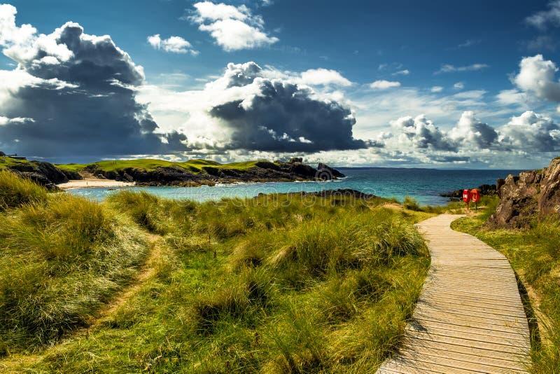 Großartige Sandy Clachtoll Beach And Atlantic-Küste nahe Lochinver in Schottland lizenzfreies stockfoto