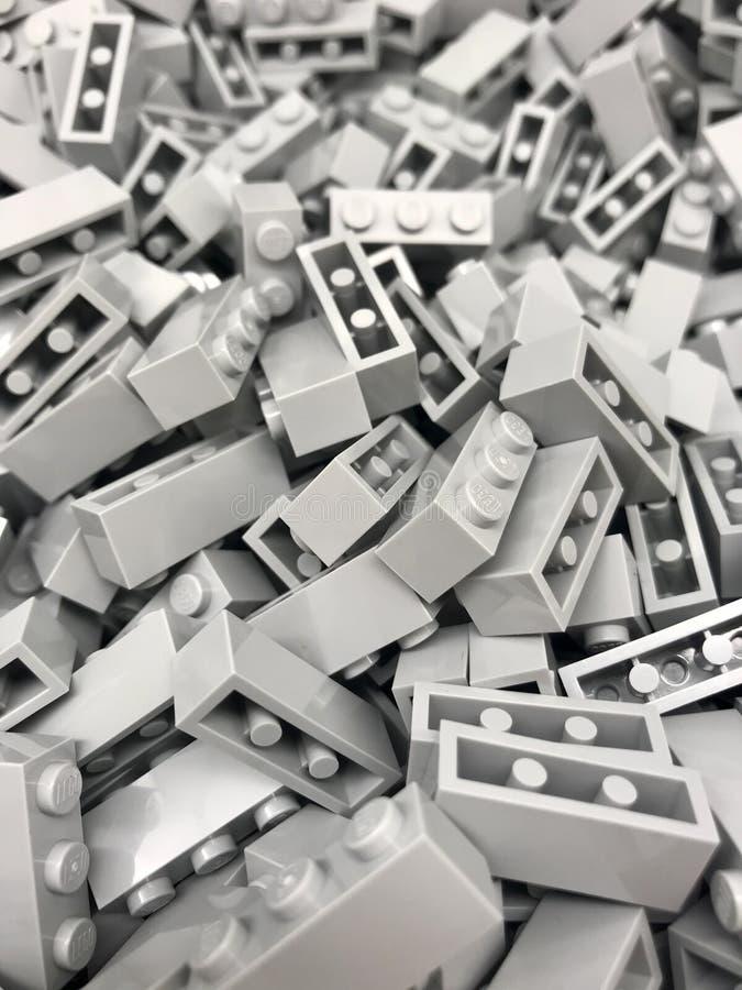 Große Auswahl von grauen Lego-Ziegelsteinen lizenzfreie stockfotos