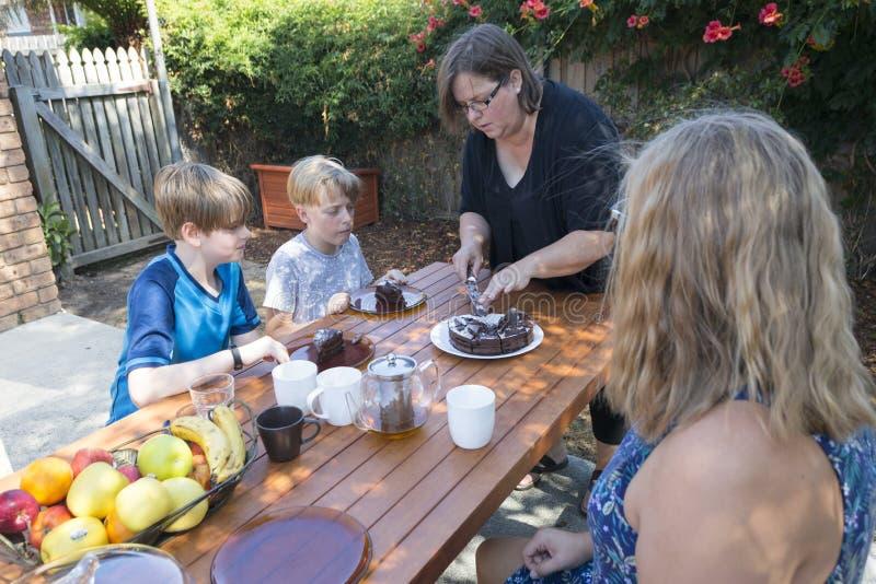 Großmutter-Ausschnitt-Kuchen stockbild