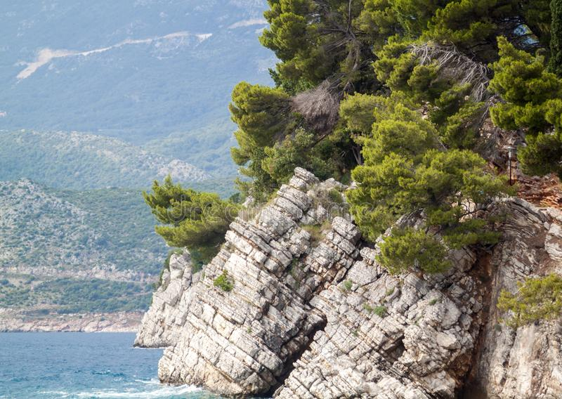 Gro?aufnahme des hervorstehenden Felsens im Meer im Park Milo lizenzfreie stockfotos