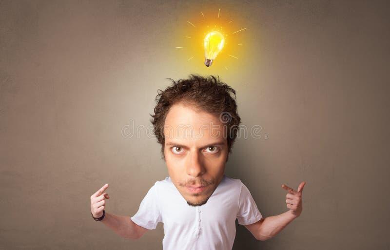 Gro?kopf auf kleinem K?rper mit neuem Ideenkonzept lizenzfreies stockbild