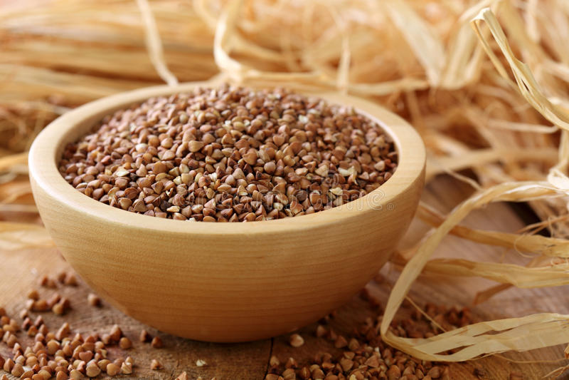Groats de trigo mourisco secos fotos de stock royalty free