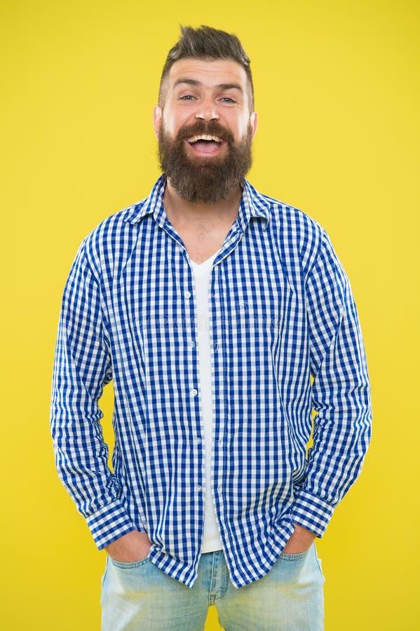 Grober b?rtiger Hippie im karierten Hemd M?nnliche Mode- und Fr?hlingsart E Sommerhippie lizenzfreies stockfoto