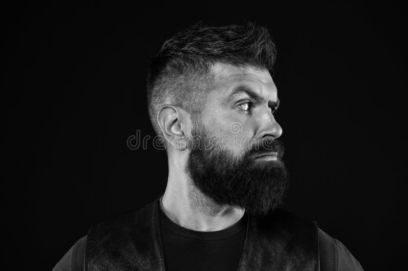 Grober Blick Reifer Hippie mit Bart B?rtiger Mann Haar- und Bartsorgfalt M?nnliche Friseursorgfalt ?berzeugt und h?bsch stockfotos