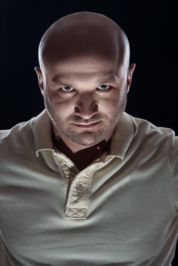 Grobes Porträt von Borsten eines kahlen Mannes stockfotos
