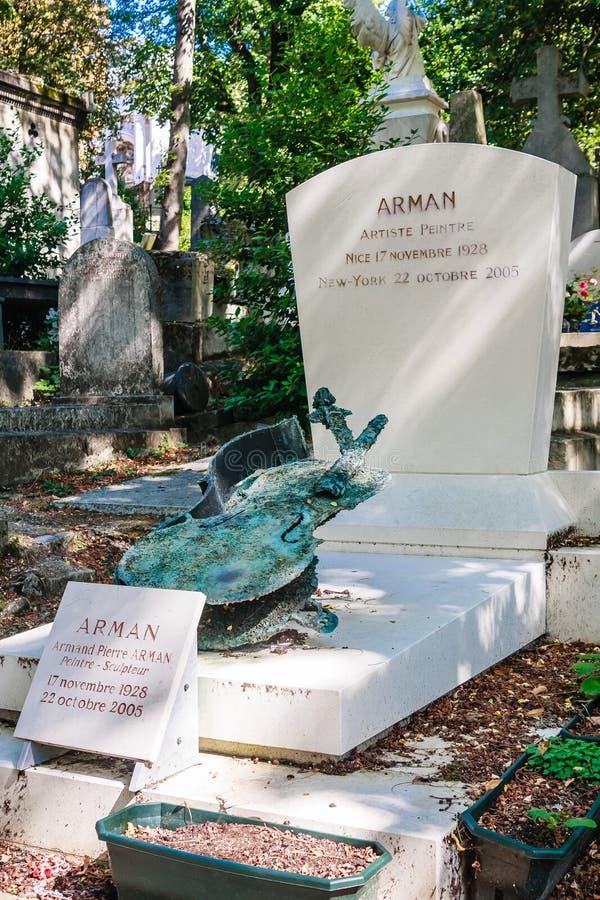 Grobowiec Armand Fernandez Arman na Pere Lachaise cmentarzu w Paryż Arman 1928-2005 był Znoszącym Amerykańskim artystą obrazy stock
