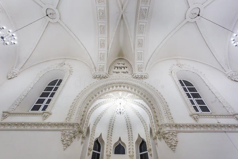 GRODNO, BELARUS - JUILLET 2019 : éléments éclectiques de l'intérieur d'une grande synagogue juive chorale image libre de droits