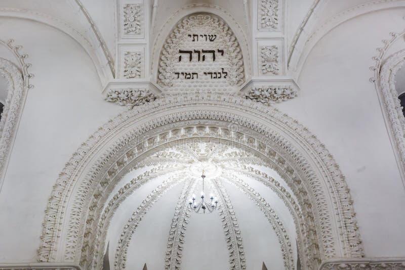 GRODNO, BELARUS - JUILLET 2019 : éléments éclectiques de l'intérieur d'une grande synagogue juive chorale photographie stock libre de droits
