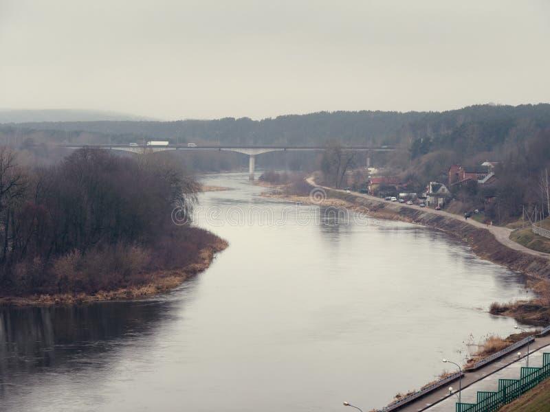 GRODNO BIAŁORUŚ, MARZEC, - 18, 2019: Panoramiczny widok rzeka w mieście Grodno obrazy royalty free