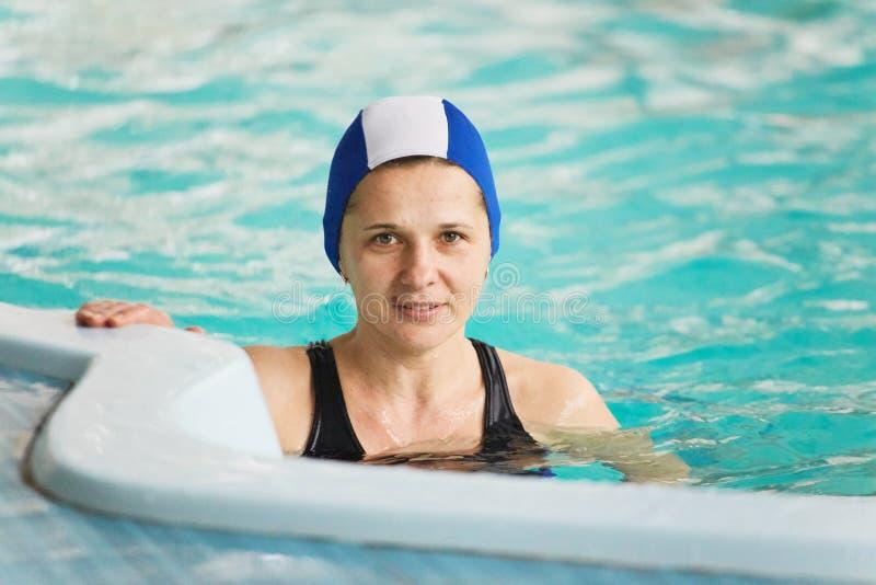 GRODNO, Weißrussland - Kurort Porechye Schönheit badet im Pool stockfoto