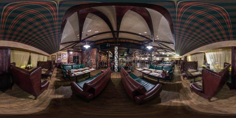 GRODNO, WIT-RUSLAND - NOVEMBER, 2018: Volledig sferisch naadloos panorama 360 graden in het binnenlandse uitstekende restaurant v royalty-vrije stock foto's
