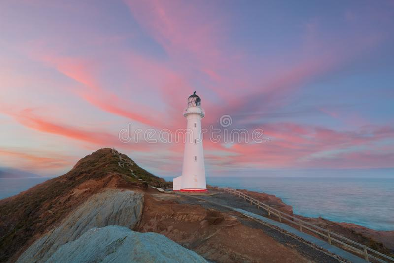 Grodowa punkt latarnia morska, wschód słońca, Wairarapa Nowa Zelandia w Wellington regionie Północna wyspa Nowa Zelandia zdjęcie stock