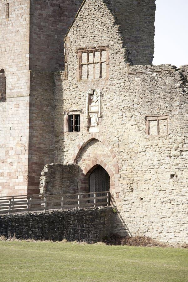 Download Grodowe ruiny obraz stock. Obraz złożonej z fort, wierza - 13328737
