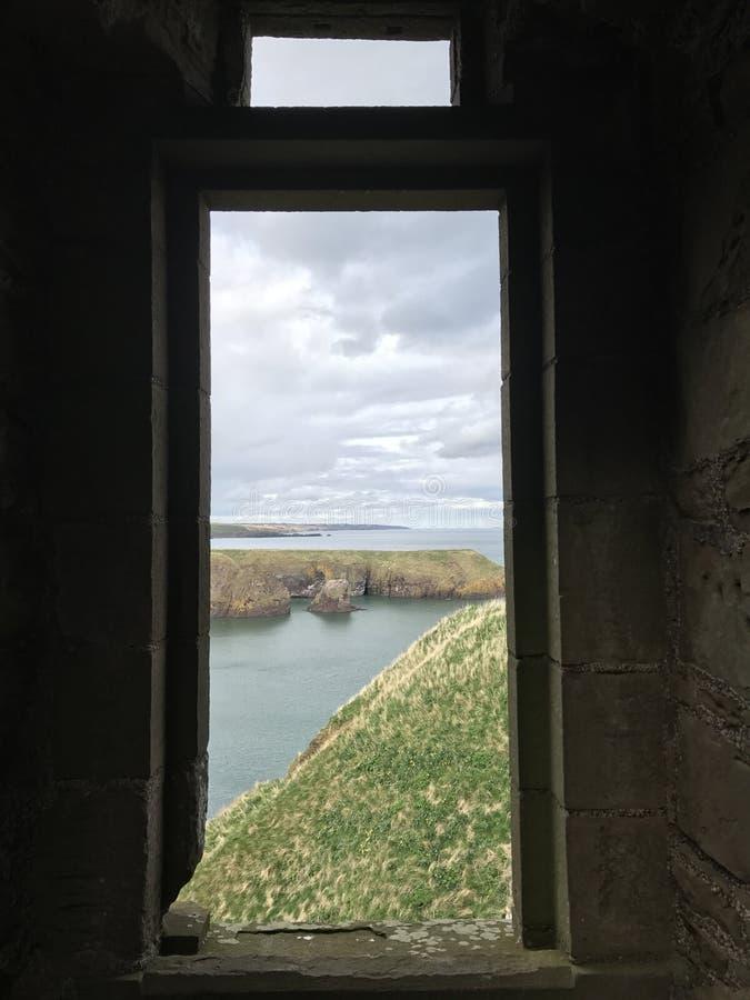 Grodowy okno obrazy stock