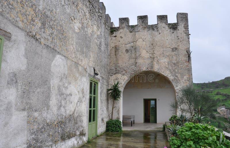Download Grodowy średniowieczny zdjęcie stock. Obraz złożonej z krajobraz - 13335762