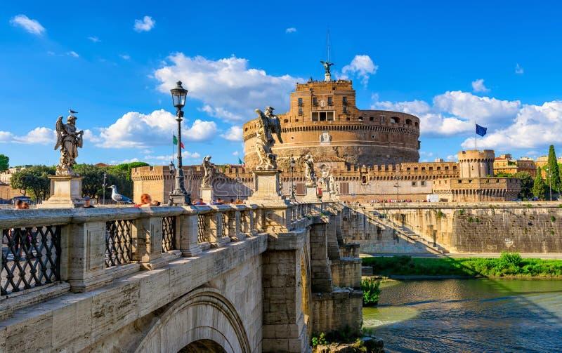 Grodowy Sant Angelo mauzoleum Hadrian, bridżowy Sant Angelo i rzeka Tiber w Roma, zdjęcia royalty free