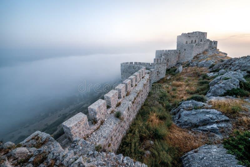 Grodowy wąż w Adana, Turcja stare ruiny z zamku fotografia royalty free