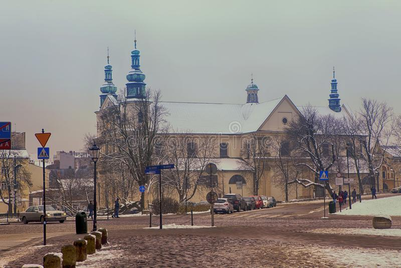 Grodzka-Straße, die zu St- Andrew` s Apostel-Kirche, 11. Jahrhundert, altes Viertel-Krakau, Polen führt stockfotos