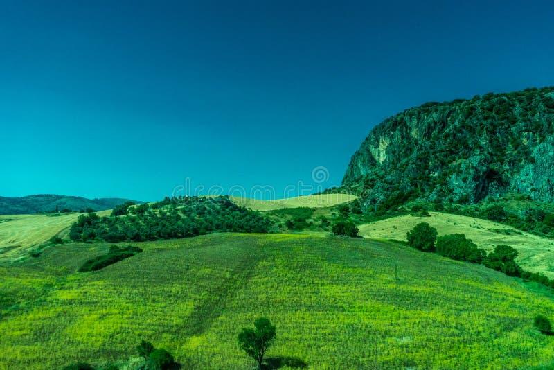 Groen, Bergen, Landbouwbedrijven en Gebieden op de rand van Ronda stock foto