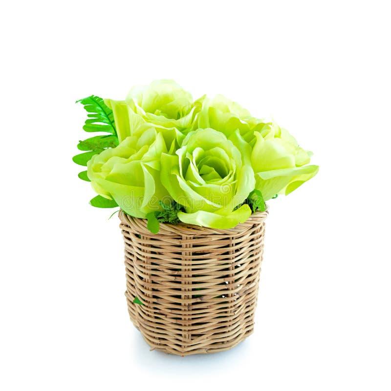 Groen bloemboeket in rieten mand op witte achtergrond royalty-vrije stock foto's