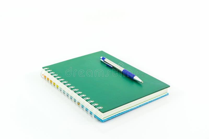 Groen boek met pen royalty-vrije stock foto